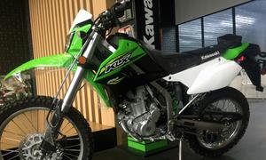'Cào cào' Kawasaki KLX 250 2018 chính hãng cập cảng Sài Gòn