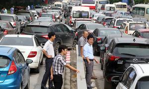 Ở Việt Nam đi ôtô đã là hào nhoáng dù là xe gì