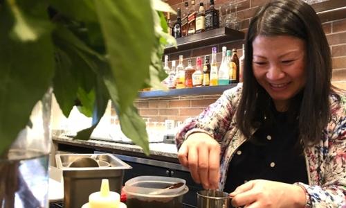 Chi Le hiện là đầu bếp tại một nhà hàng ở Canada. Ảnh: CBC.