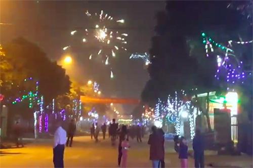 Pháo nổ tại thị trấn Phố Châu (Hương Sơn) sau giao thừa Tết Mậu Tuất. Ảnh: T.H