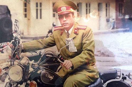 Tam Đại Bàng với chiếc xe Povkhov săn bắt tội phạm đất Cảng. Ảnh nhân vật cung cấp.