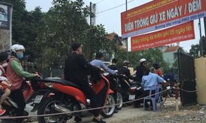 50 người trông xe miễn phí cho người dân đi lễ ở Hà Nội
