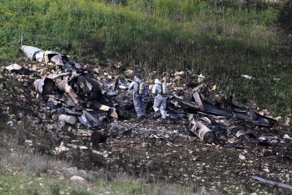 Xác máy bay F-16 tại Israel. Ảnh: Reuters.