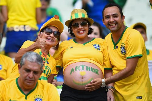 Chưa nhìn thấy thế giới đã trở thành fan cuồng bóng đá.