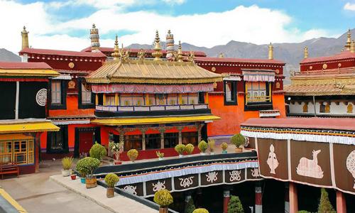 ChùaJokhang ở Tây Tạng. Ảnh: Tibet Discovery.