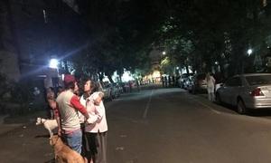 Động đất 5,9 độ, người Mexico đang ngủ bật dậy chạy ra phố