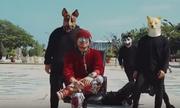 Ca sĩ Malaysia bị điều tra vì video có vũ công đeo mặt nạ chó