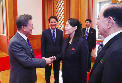 Cô Kim Yo-jong gặp Tổng thống Hàn Quốc Moon Jae-in ở Seoul. Ảnh: AFP.