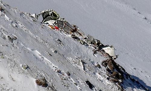 Mảnh vỡ máy bay Iran rơi. Ảnh: AFP.