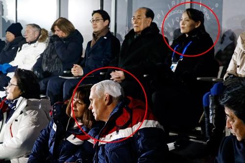 Phó tổng thống Mỹ Mike Pence và Kim Yo-jong, em gái nhà lãnh đạo Triều Tiên Kim Jong-un, ngồi gần nhau tại lễ khai mạc Olympic ở Pyeongchang, Hàn Quốc, ngày 9/2. Ảnh: AFP.