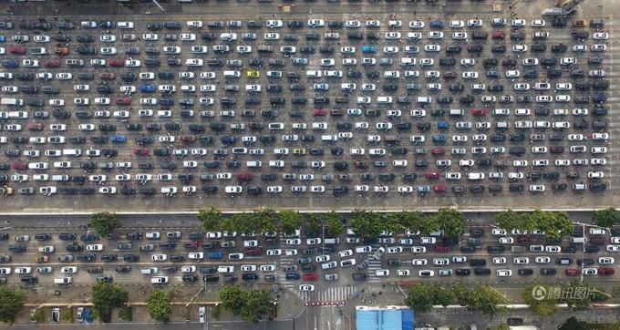 Dân Trung Quốc ùn ùn quay lại thành phố sau Tết
