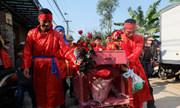Cảnh sát quây rào kín bảo vệ khu vực chém lợn ở Bắc Ninh