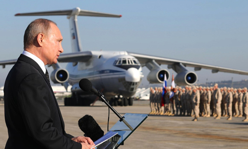 Tổng thống Putin phát biểu trước các binh sĩ Nga tại Syria tháng 12/2017. Ảnh: Tass.