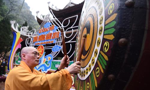 50.000 lượt khách dự khai hội chùa Hương