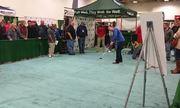 CĐV thắng 100.000 đôla với cú hole-in-one ở giải Minnesota Golf Show