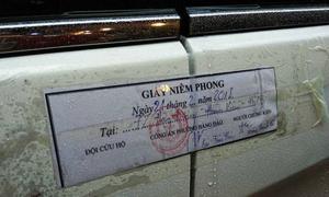 Cảnh sát niêm phong nhiều ôtô trên phố cổ Hà Nội