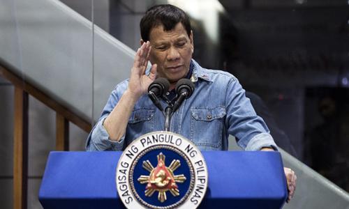 Tổng thống Duterte cấm một báo Philippines viết về mình