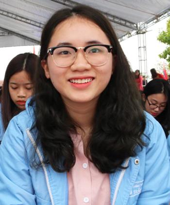Em Hoàng Thị Tú Uyên, học sinh lớp 12 trường THPT Năng khiếu Trần Phú, Hải Phòng. Ảnh: Giang Chinh