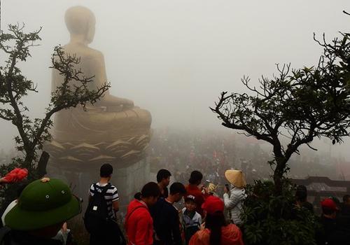 Thời tiết chủ đạo trong mùa xuân là se lạnh, sương mù và mưa nhỏ. Tuy nhiên, xuân cũng là mùa lễ hội. Ảnh minh họa: Minh Cương