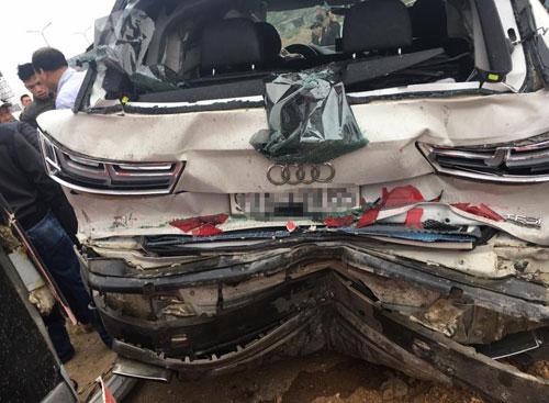 Phần đuôi xe Audi bị bẹp dúm sau tai nạn. Ảnh: Xuân Sơn