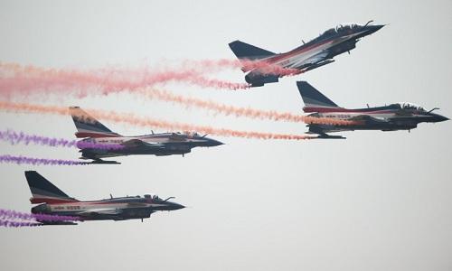 Tiêm kích J-10 của Trung Quốc trong một đợt diễn tập. Ảnh: CNN.
