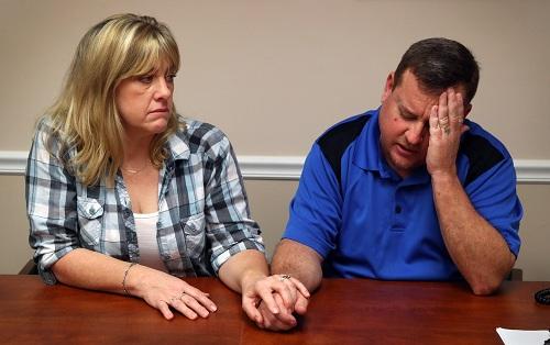 Ông bà Snead, người đưa Cruz về nhà chăm sóc sau khi mẹ nuôi của y qua đời năm ngoái. Ảnh: NBC.