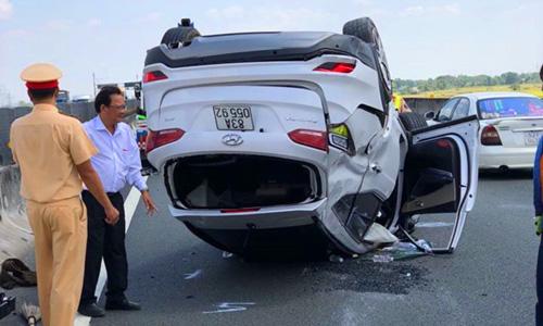 Tai nạn giữa ô tô 7 chỗ và xe giường nằm ngày mùng 6 Tết. Ảnh: Hoàng Nam