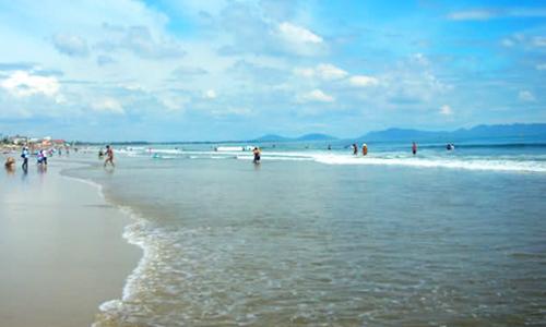 10 ni cô bị sóng cuốn khi tắm biển Bà Rịa - Vũng Tàu