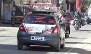 Người đàn ông chạy xe lùi 11.000 km ở Ấn Độ