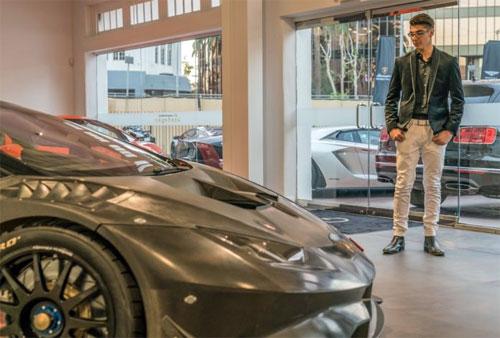 Thiếu niên 14 tuổi sở hữu siêu xe đua Lamborghini đầu tiên ở Mỹ