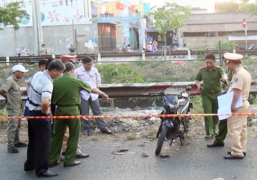 Cảnh sát đang xử lý hiện trường vụ việc. Ảnh: Tin Tin