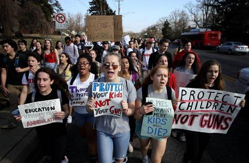 Trump khiến dân Mỹ phẫn nộ vì đề nghị trang bị súng cho giáo viên