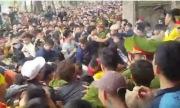 Thanh niên bỏ cướp lộc, đánh nhau trong hội đền Gióng