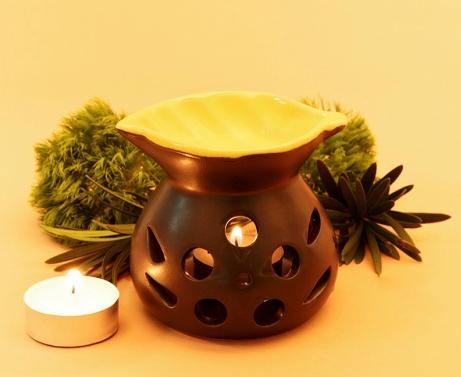 Bạn cũng có thể sở hữu hàng loạt sản phẩm trong lĩnh vực sức khỏe đời sống với mức giá rẻ trong dịp khuyến mãi.Đèn nến đốt tinh dầu Lorganic DX0003 được thiết kế cách điệu theo hình chiếc lá và màu vàng, đưa lại cảm giác thư giãn, dễ chịu cho căn phòng.