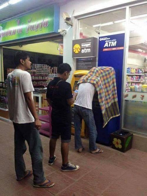 Biện pháp bảo mật khi rút tiền tại ATM.