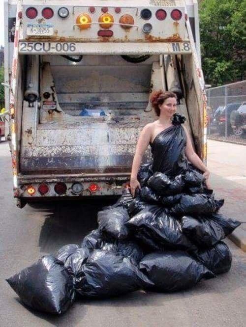 Qua bàn tay nghệ sĩ, đến cả rác cũng nên thơ.