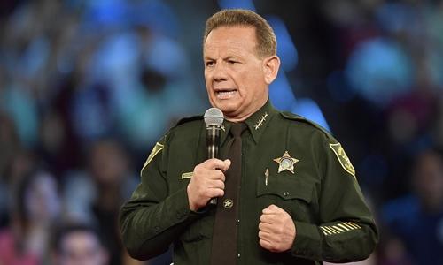 Cảnh sát Mỹ mang vũ khí nhưng không ngăn xả súng ở Florida