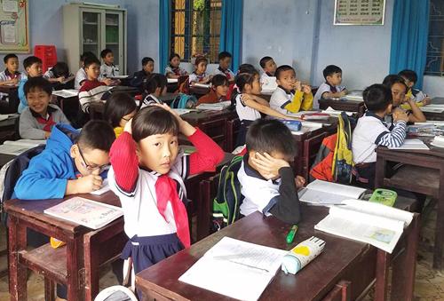Sáng nay, học sinh trường Tiểu học Dương Nổ đã trở lại trường học bình thường. Ảnh: Võ Thạnh.