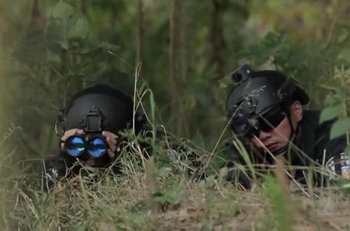 500 cảnh sát Trung Quốc truy bắt kẻ sát nhân trốn trên núi