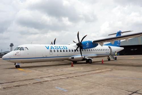 Tàubay phải nằm chờ ở sân bay Côn Sơn đến 17h chiều mới có thể khởi hành bay về TP HCM. Ảnh: Thế Dự