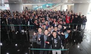 5.000 nhân viên Trung Quốc xếp hàng từ 2h sáng chờ sếp lì xì