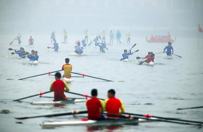 Lễ hội bơi chải lần đầu diễn ra ở Hồ Tây