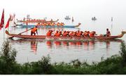 400 người đua thuyền rồng ở hồ Tây