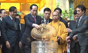 Chủ tịch nước Trần Đại Quang thả chim phóng sinh tại Hoàng thành