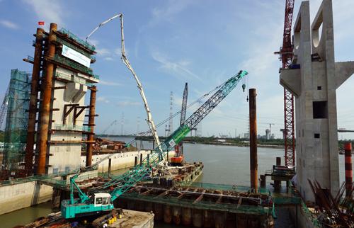 Dự án chống ngập10.000 tỷ đồng gồm 6 cống ngăn triều khổng lồ và xây dựng một tuyến đê dài vời diện tích ảnh hưởng khoảng 100 ha. Ảnh: Hữu Công