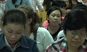 Hàng nghìn người đổ xô làm hộ chiếu đầu năm ở Sài Gòn