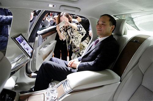 Lý Thư Phúc, ông chủ của Geely,hiện nắm giữ gần 10% cổ phần tại Daimler. Ảnh: China Daily.