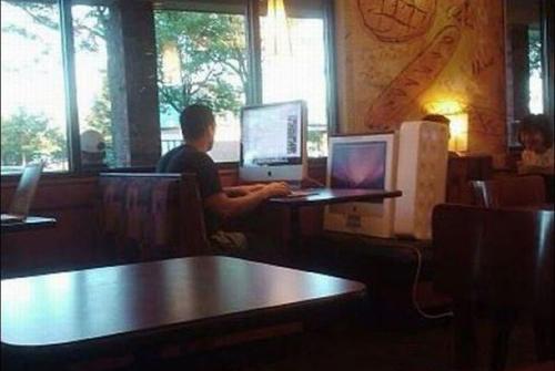 Đây là cách mà anh ấy kiểm tra máy.