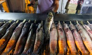 Nhiều tiệm cá lóc nướng thu hàng trăm triệu ngày vía Thần Tài