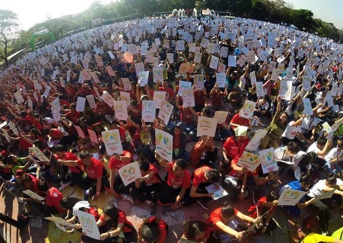Gần 17.000 học sinh Philippines vẽ để lập kỷ lục thế giới